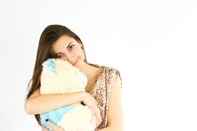 「抱き枕」を使うと効果的?!ストレス不眠に効く「抱き枕」快眠法
